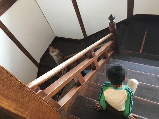 別館の階段