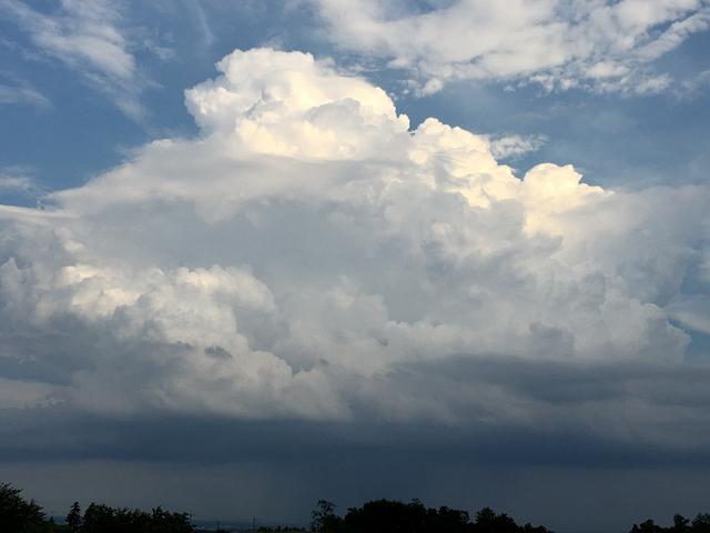 積乱雲と夕立