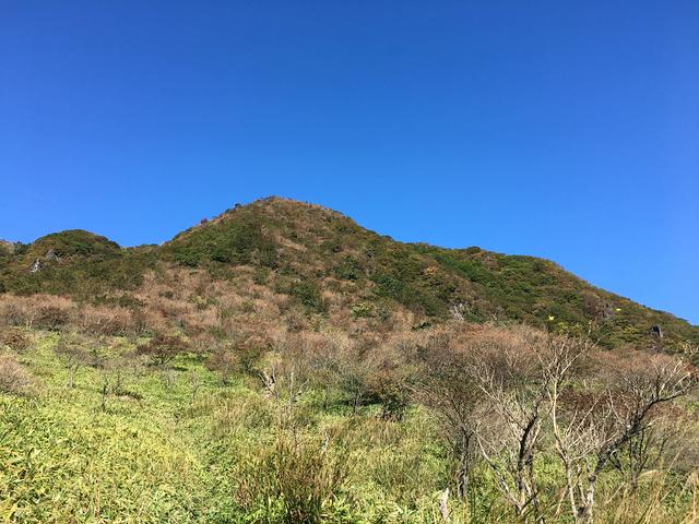 鍋割高原から望む鍋割山