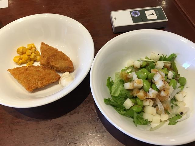 サラダとフィッシュフライ