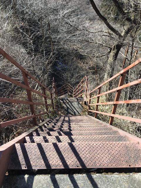 急な階段に要注意