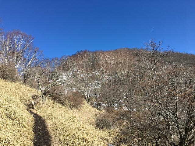 荒山に青空