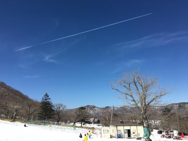 祝福の飛行機雲
