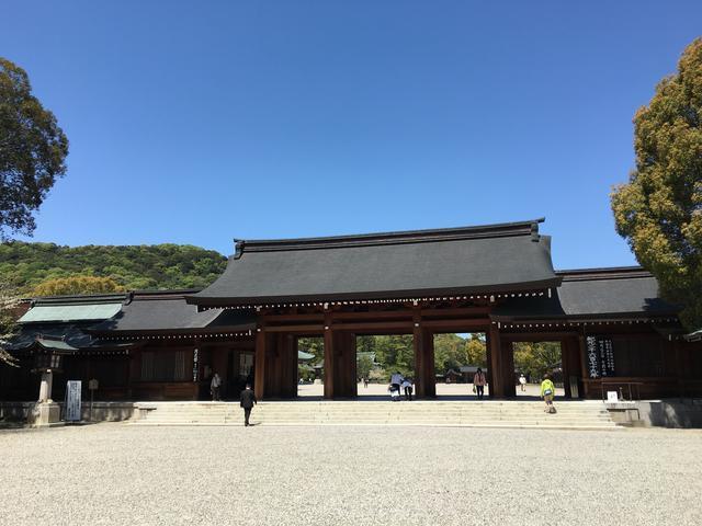 橿原神宮手前の門
