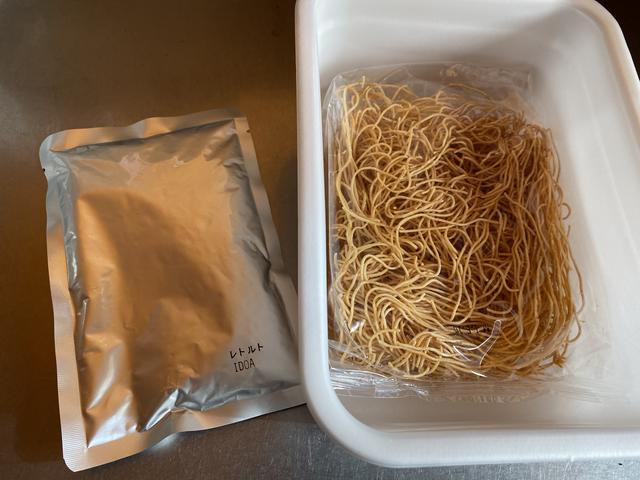 揚げ麺とレトルトパック