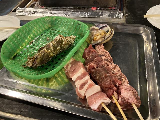 ブタ・牛の串焼き