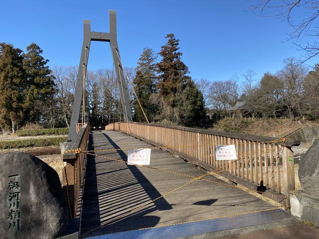 木造の橋が通行止め