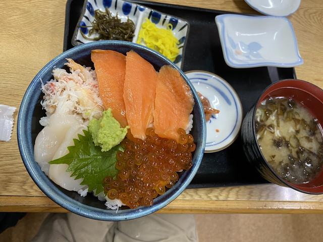 サーモン・いくら・ホタテ丼