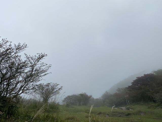 雲に巻かれる荒山高原