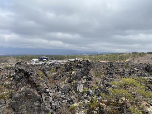 火山の岩がゴロゴロ
