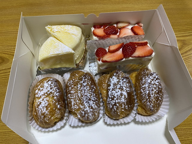 シュークリームとショートケーキほか